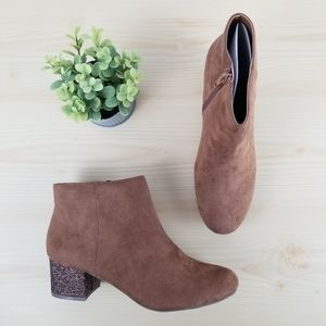 NEW Boots very comfortable Brown, Size 7.5